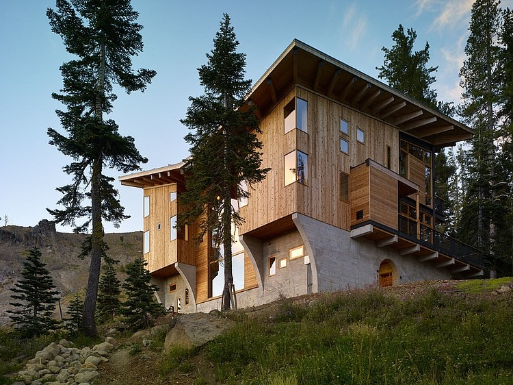 Contemporary three-storey vacation home in California