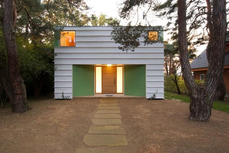 Modern House in Potsdam by Archibald Buro