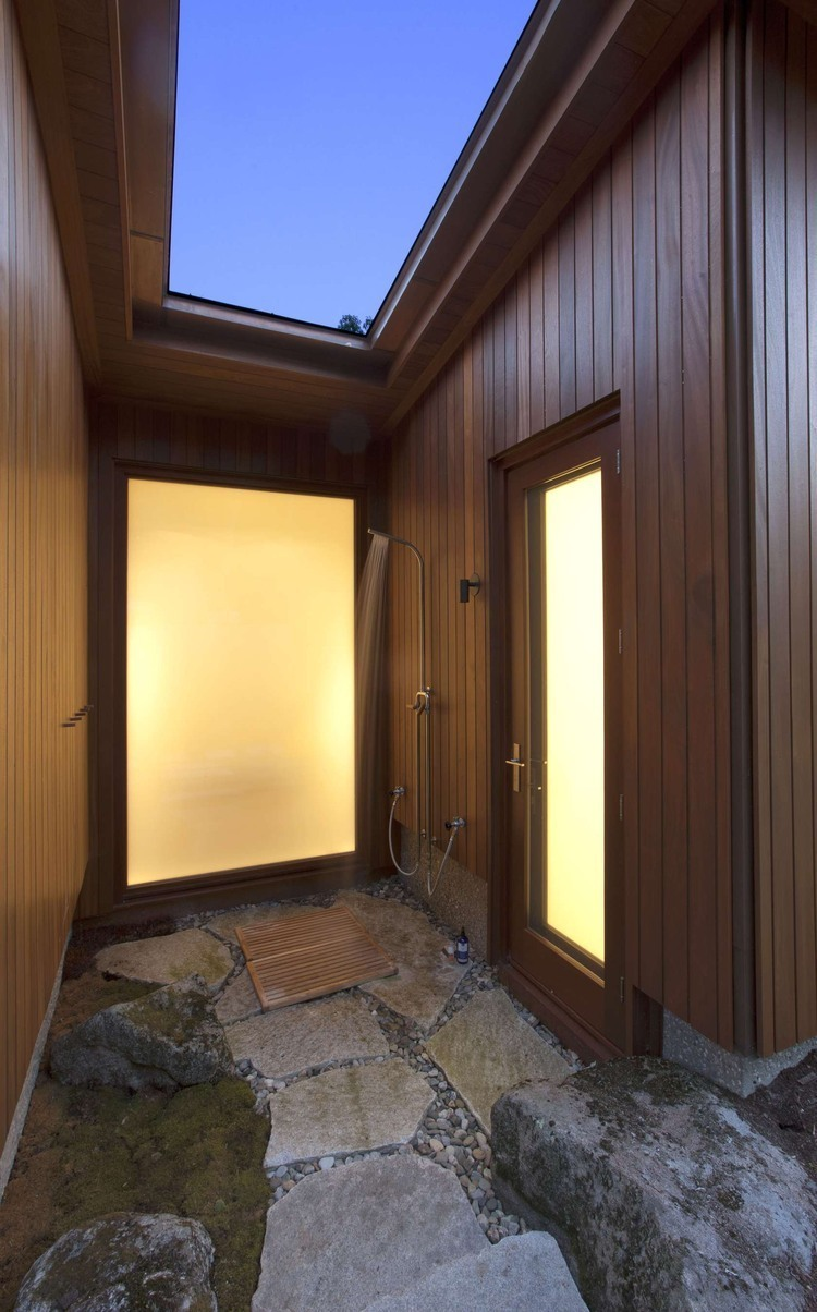 Modern Retreat by Anmahian Winton Architects