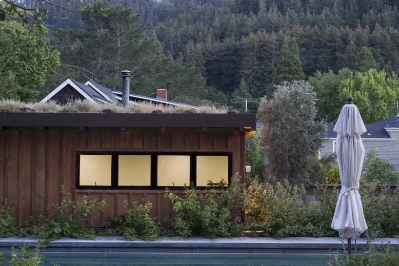 Modern cottage with beautiful mountain views The Shack