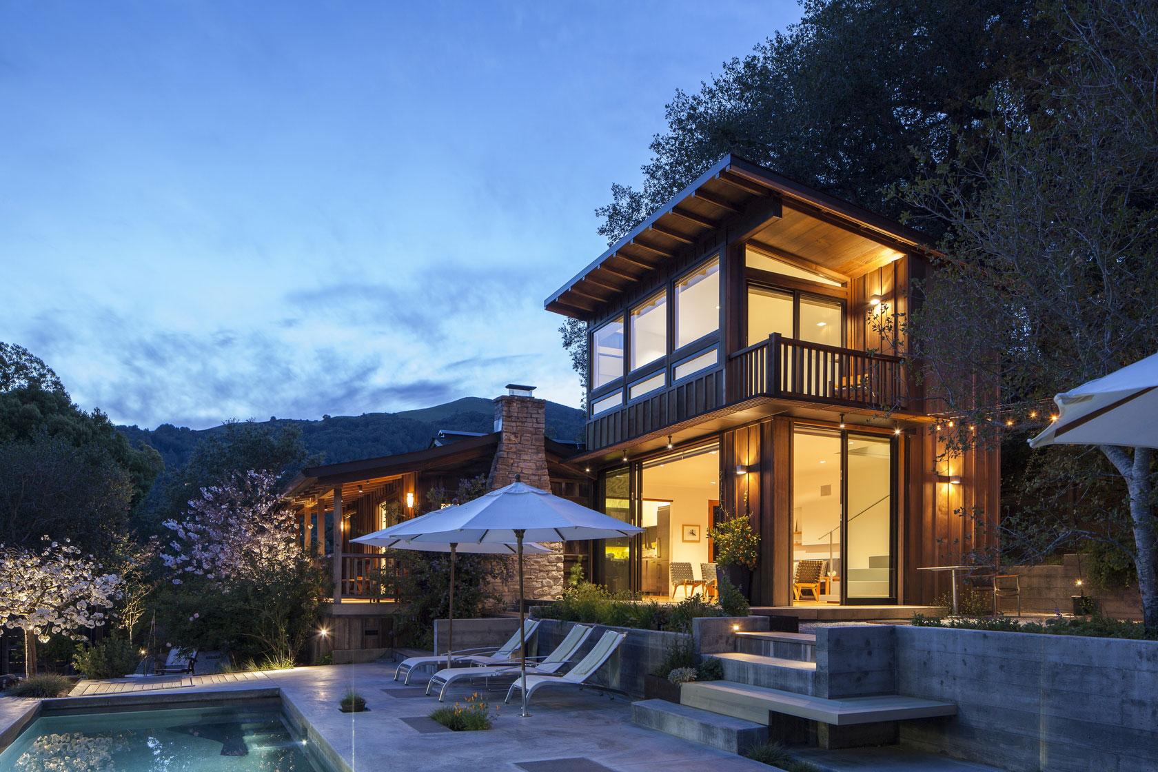 Modern Cottage With Beautiful Mountain Views Homedezen