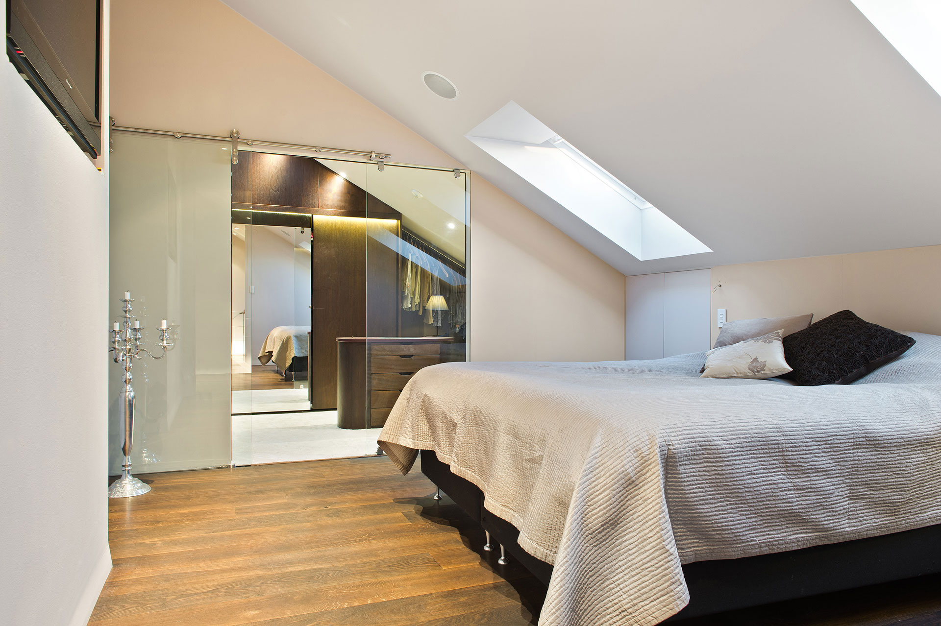 Stunning loft apartment with spectacular views of for Design hotel 1690
