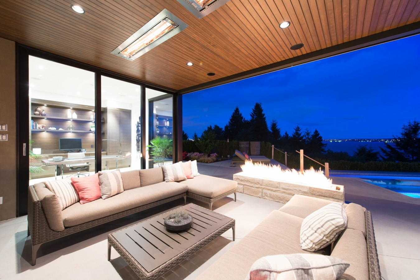 Stylish Private Residence In West Vancouver Canada Homedezen - Burkehill residence canada