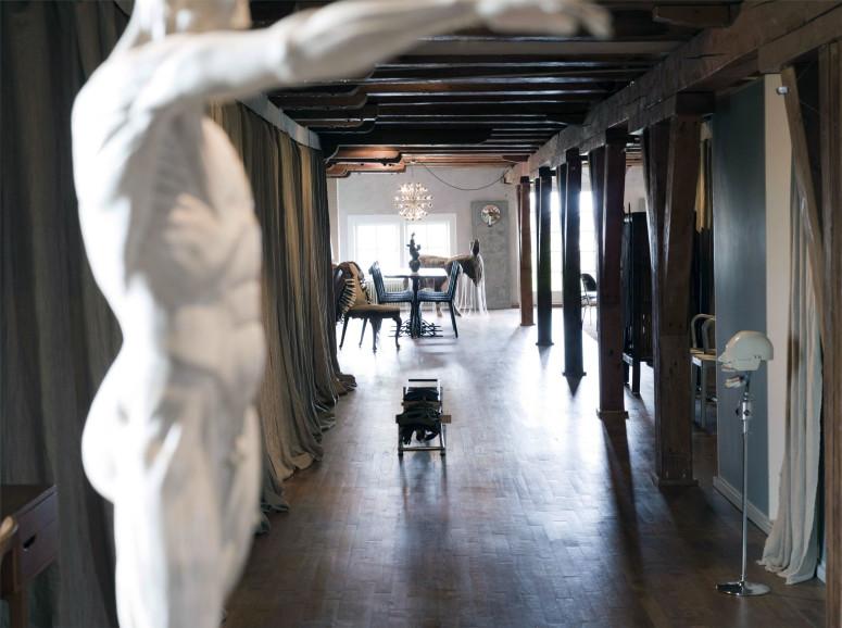 Stylish loft in Amsterdam by UXUX
