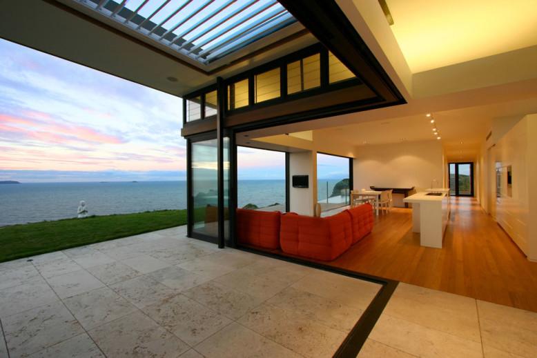 Modern single-family residence