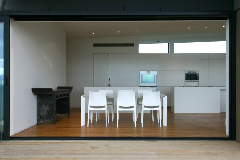 Modern Family House by Daniel Marshall Architects