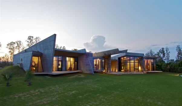 Modern concrete vacation house in India