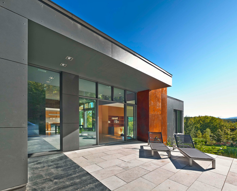 Modern country retreat by Natalie Dionne Architecture