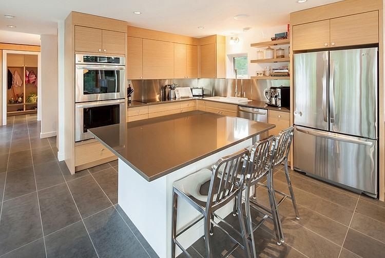 Modern Property by Balance Associates Architects