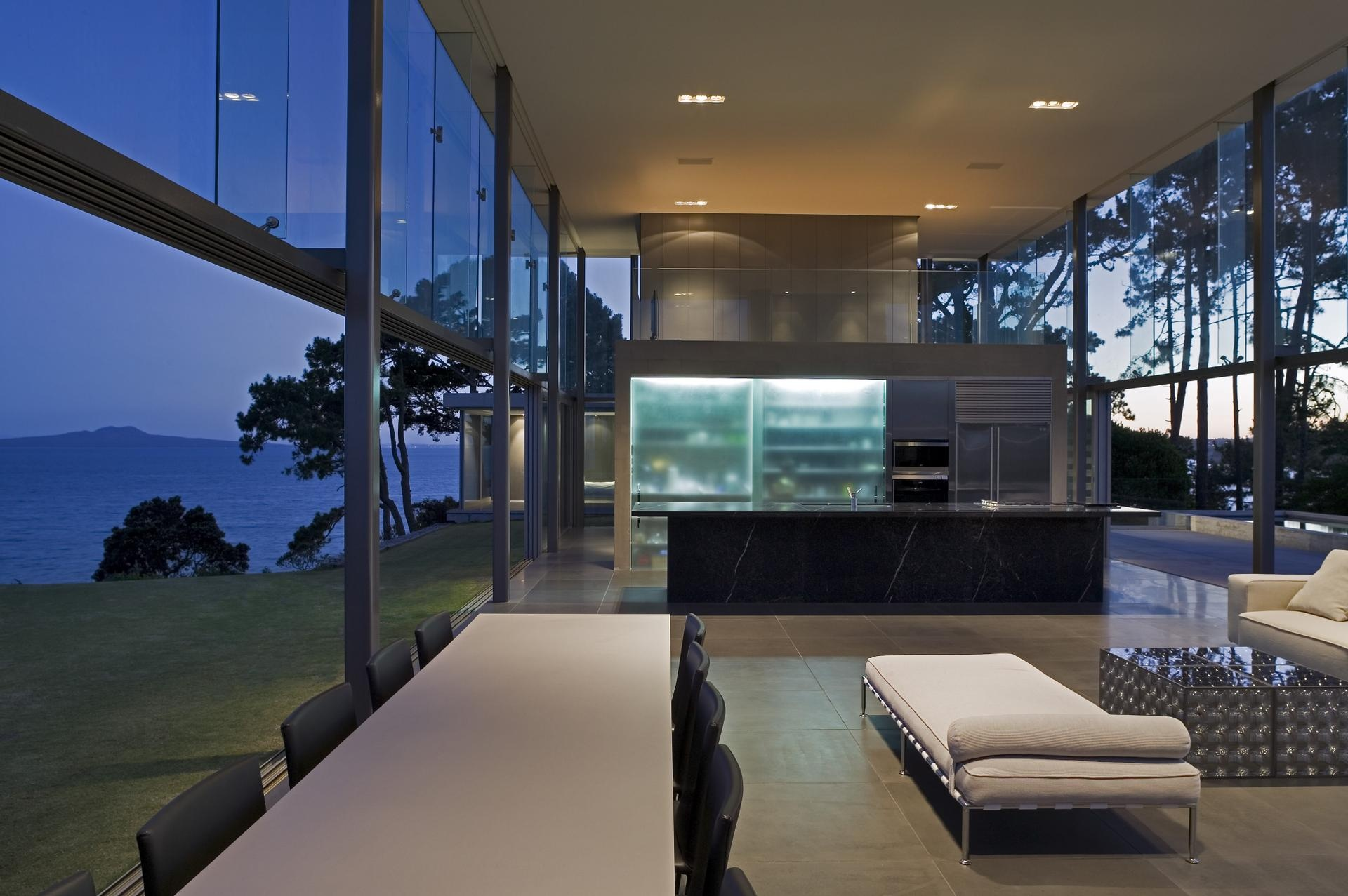Stylish Glass House With Panoramic Views In New Zealand
