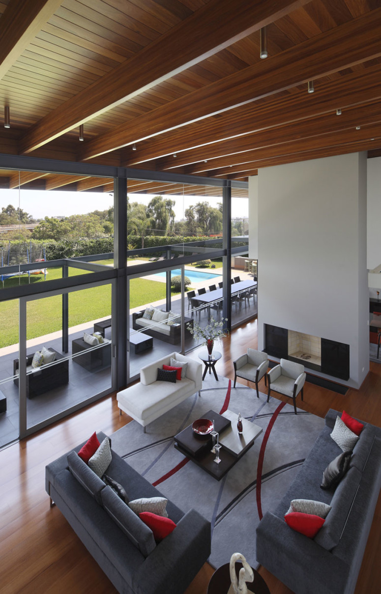 Contemporary Home by Domenack Arquitectos