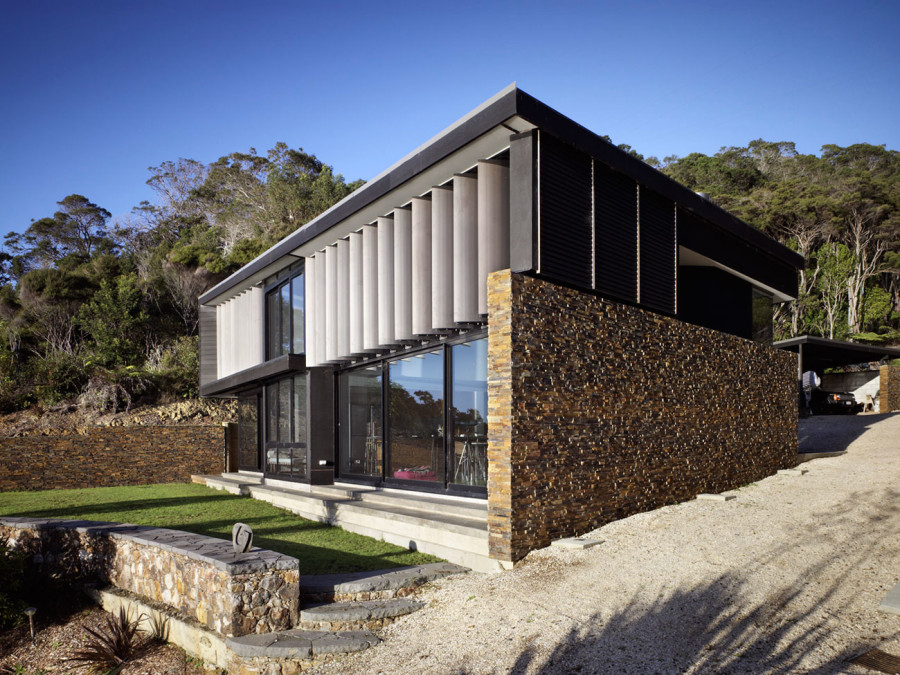 Contemporary house in New Zealand by Daniel Marshall Architects