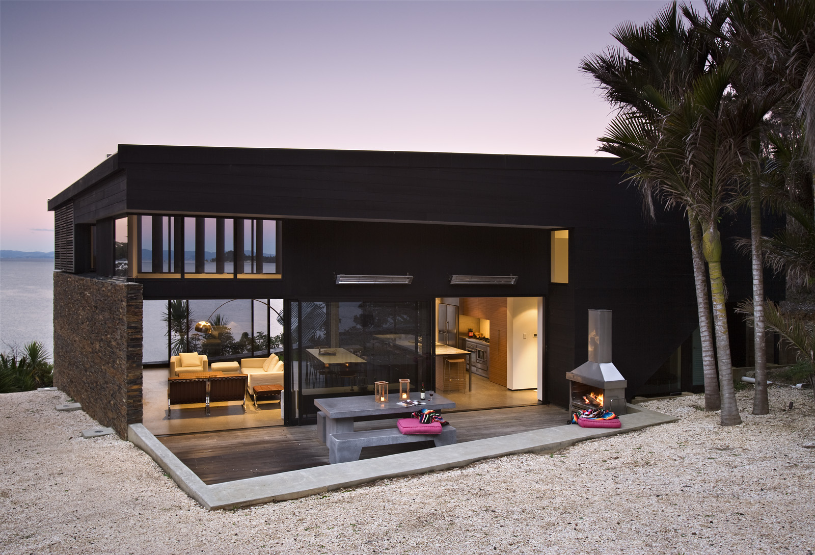 Contemporary beach house in new zealand by daniel marshall for Beach house designs new zealand