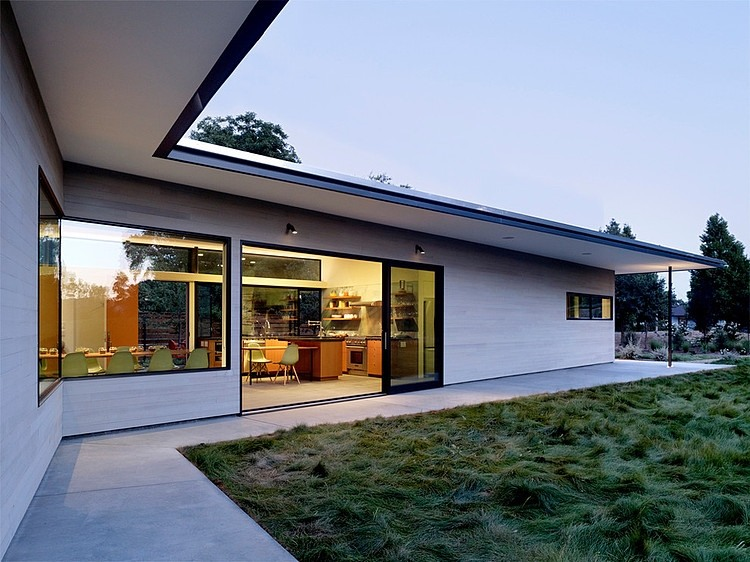 Contemporary House by Schwartz and Architecture