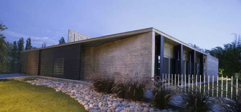 Contemporary concrete house in Argentina