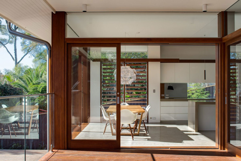 Northbridge House by Roth Architecture