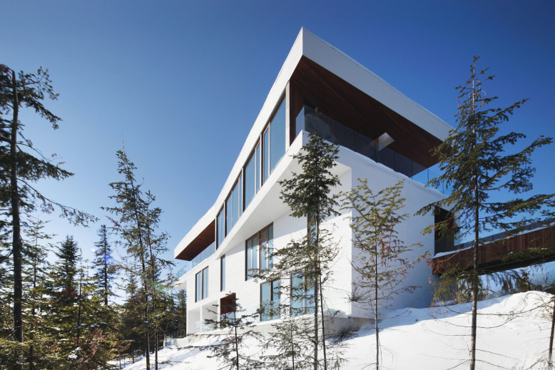 Contemporary Residence by Bourgeois Lechasseur Architectes