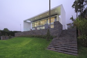 House on the Hill by Metropolis Peru