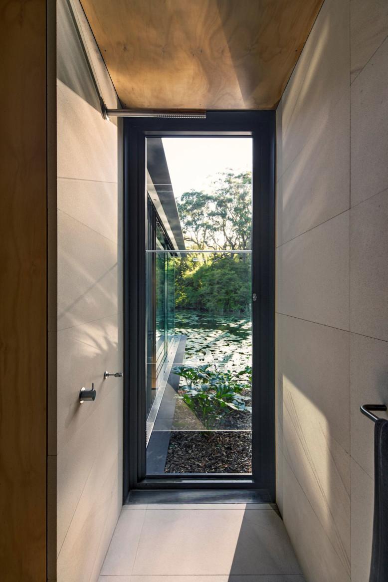 Rural Glass Pavilion by Matthew Woodward Architecture