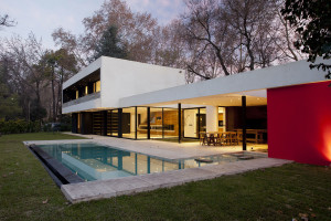Weekend House in Argentina by Enrique Barberis