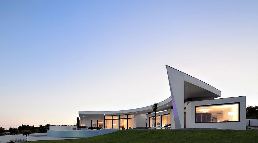 Colunata House by Mario Martins Atelier