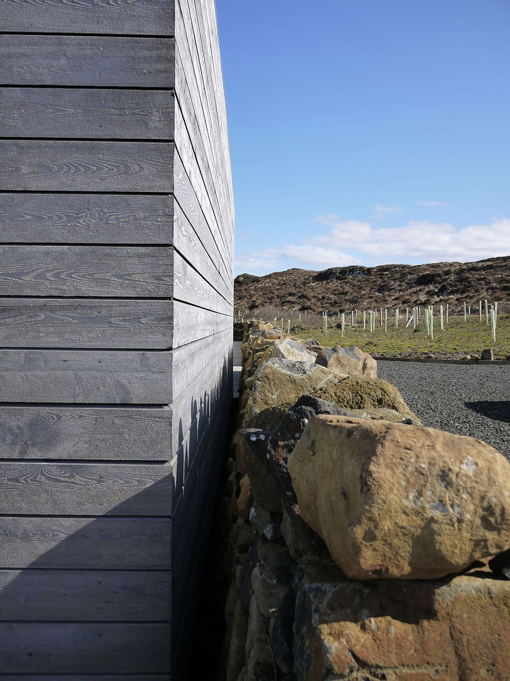 Contemporary house in scotland by dualchas architects for Exterior wall sheeting