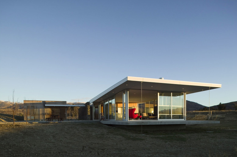 Contemporary glass house in New Zealand