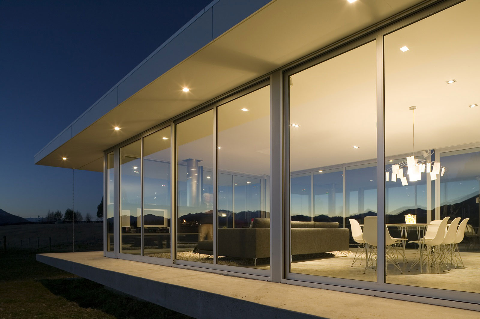 modern glass house in new zealand homedezen