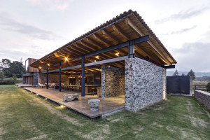 Contemporary stone house by Elías Rizo Arquitectos
