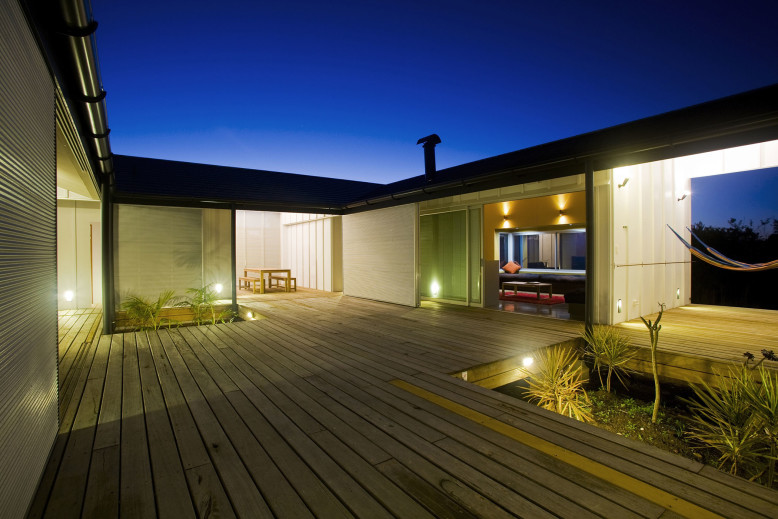 Beach House by Bourne Blue Architecture