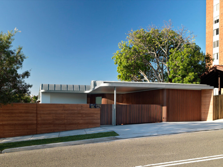 Contemporary House by Luigi Rosselli Architects