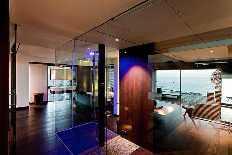 Luxury seaside penthouse in Mumbai, India