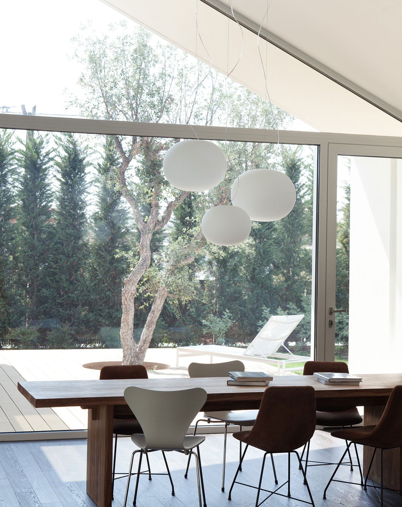 Modern Italian Sliding Etched Glass Door: Modern Villa By Carlo Donati Studio