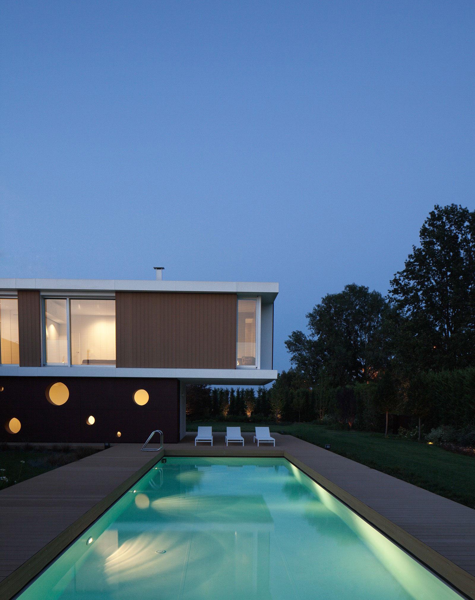 Modern Villa By Carlo Donati Studio Homedezen