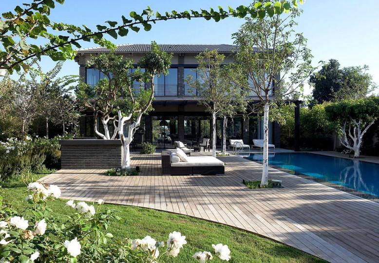 Modern Private residence by Pitsou Kedem Architects