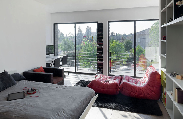 Ramat Hasharon House 10 by Pitsou Kedem Architects