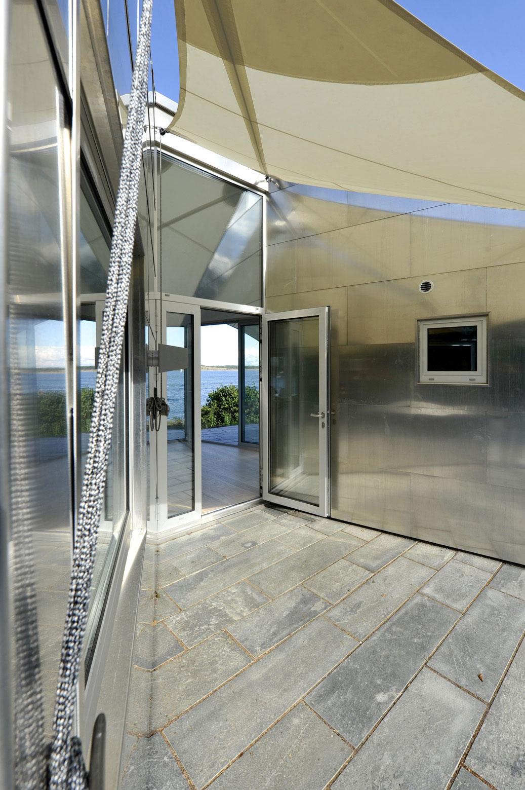 The Aluminum Cabin By Jva Homedezen