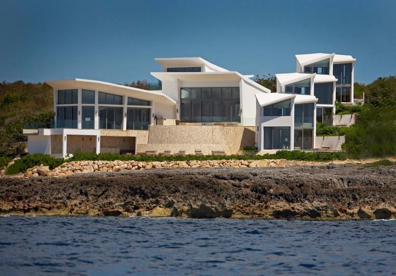 Villa Kishti by Frank Alfred Hamilton and Cecconi Simone Inc.