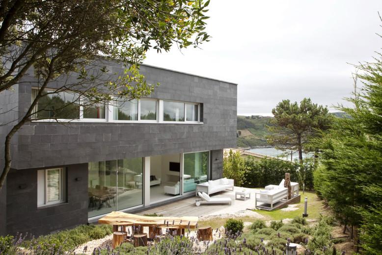 Contemporary House by MDBA
