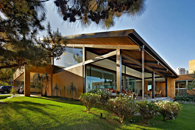 Contemporary Home by David Guerra Architecture and Interior