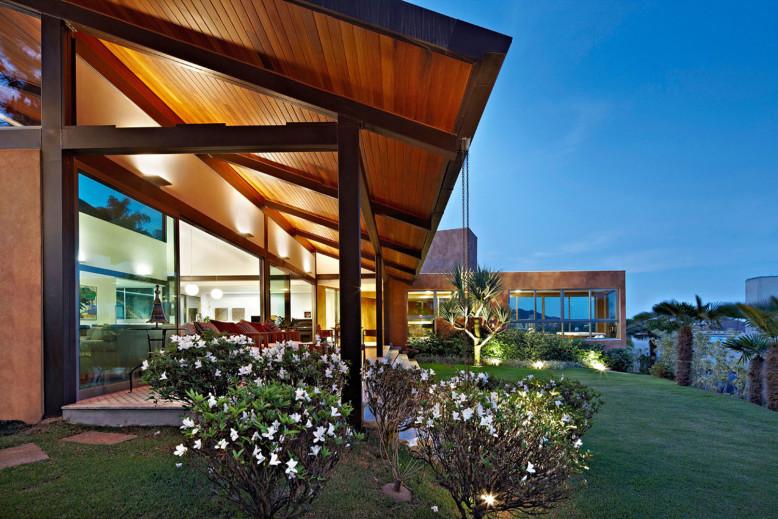 Contemporary House in Belo Horizonte, Brazil