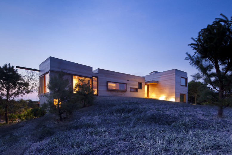 Vacation Home by Peter Rose + Partners