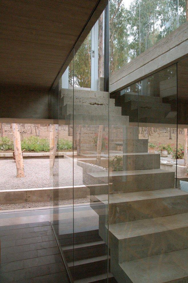 Contemporary House by Gubbins Arquitectos