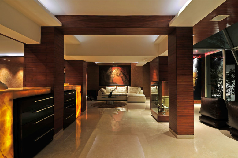 Contemprary Bungalow in Mumbai by ZZ Architects