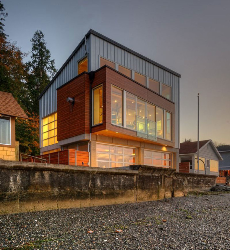 Waterfront House by Designs Northwest Architect