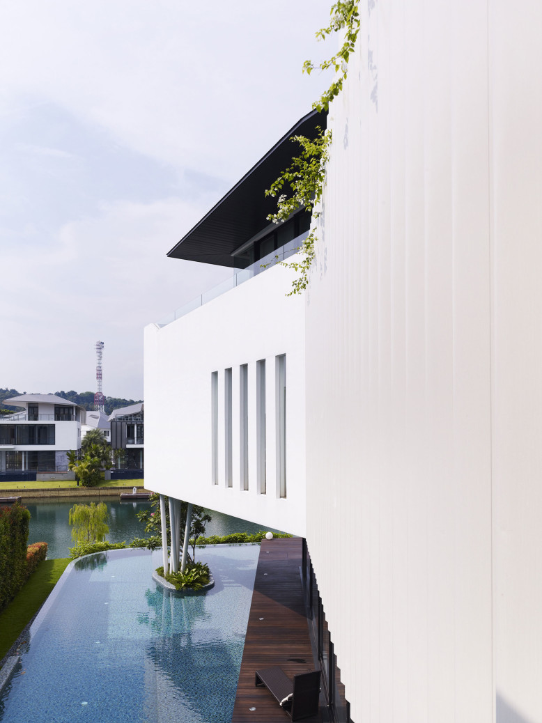 Waterfront Residence in Singapore by Aamer Architects