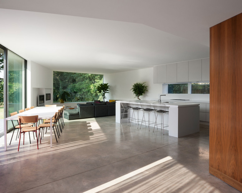 Contemporary House by SOUP Architects