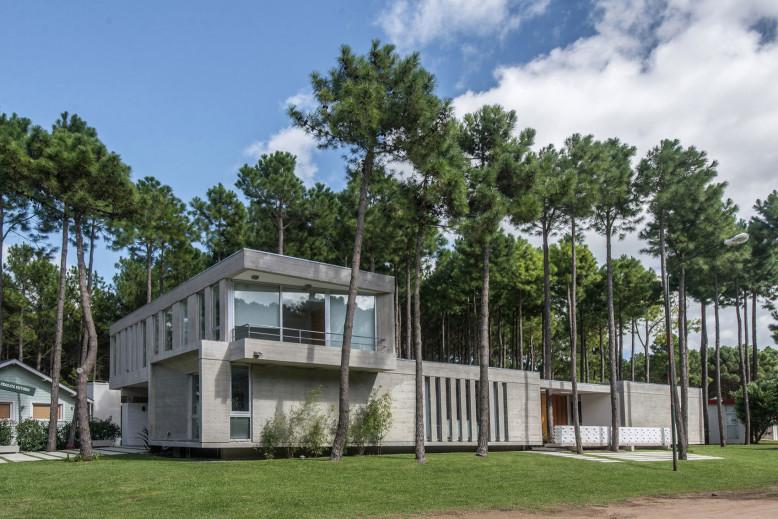 Batin House by Estudio Galera