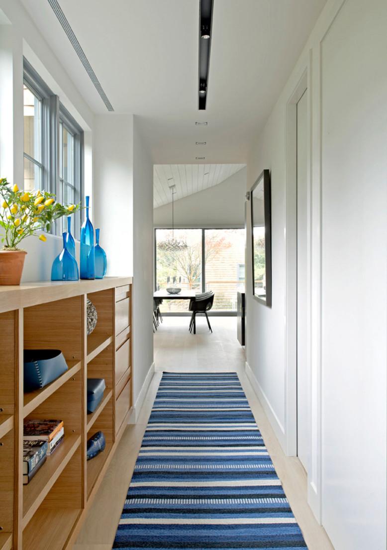 Sagaponack Cottage by Axis Mundi Design
