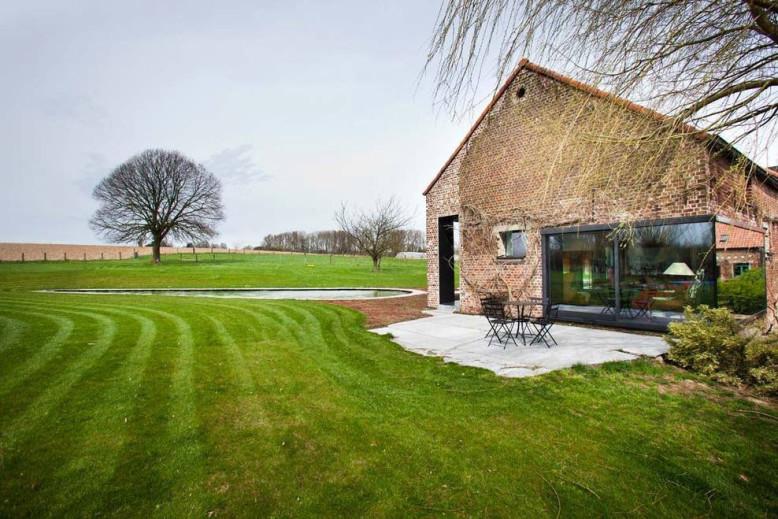 Farmhouse in Belgium by Studio Farris